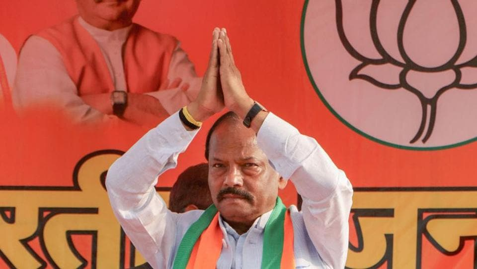 Jharkhand CM Raghubar Das greets a gathering during an election campaign rally at Chakradharpur in West Singhbhum.