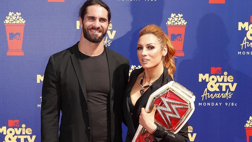 Seth Rollins (L) and Becky Lynch.