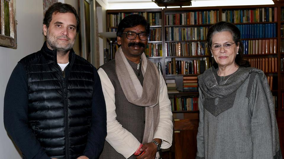 Jharkhand Mukti Morcha (JMM) leader and CM designate Hemant Soren meets Congress interim President Sonia Gandhi and Rahul Gandhi to invite them for his swearing-in ceremony, in New Delhi on Wednesday.