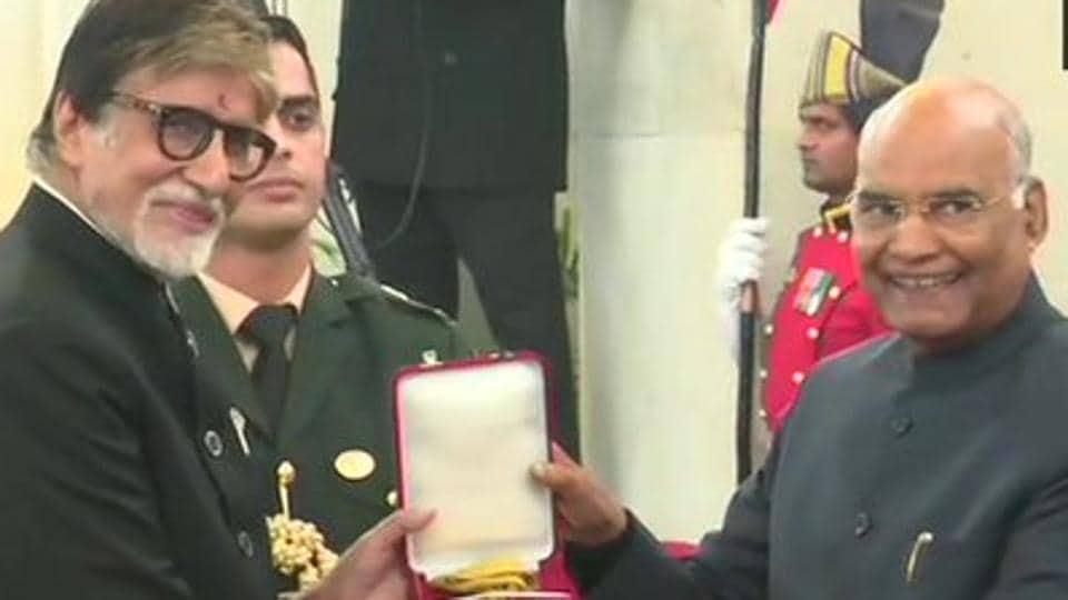 Amitabh Bachchan receives Dadasaheb Phalke Award from President Ram Nath Kovind.