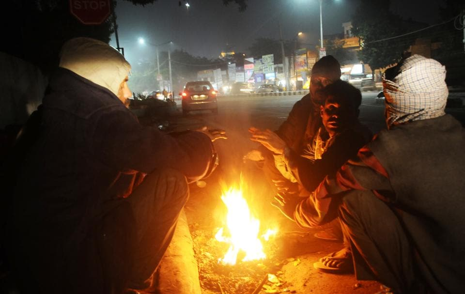 Cold wave coupled with dense fog has made life miserable for the homeless, migrant labourers and street vendors in Patiala on Monday.