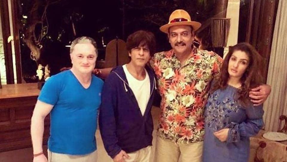 Ravi Shastri poses with Shah Rukh Khan and Raveena Tandon