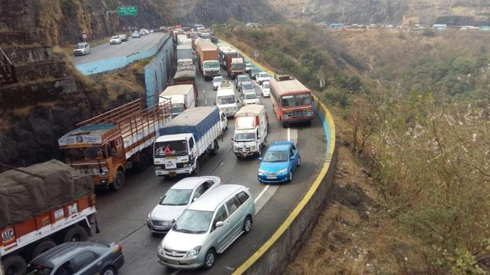 A total of eight people were killed and 20 injured in various accidents on the Pune-Mumbai expressway during December.