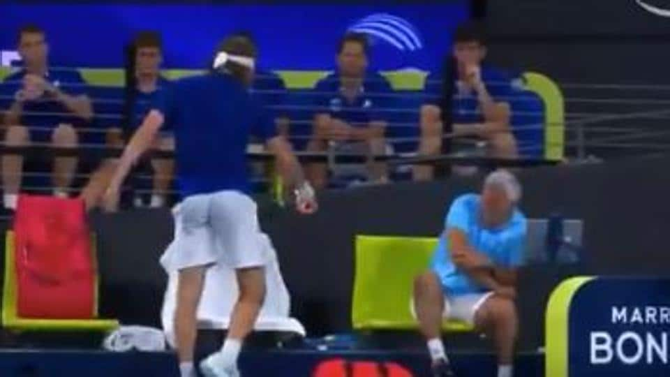 Stefanos Tsitsipas ends up hurting father and coach Apostolos.