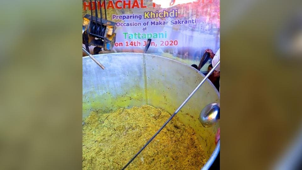 The khichdi was distributed among the devotees.