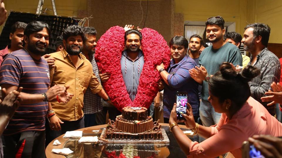 Actor Vijay Sethupathi was presented a large garland on his birthday.