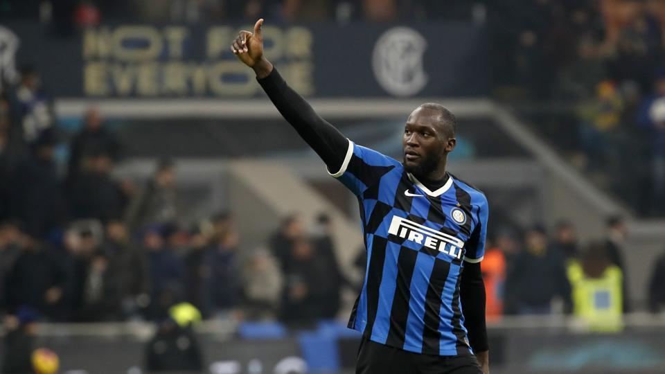 Inter Milan's Romelu Lukaku waves to supporters.