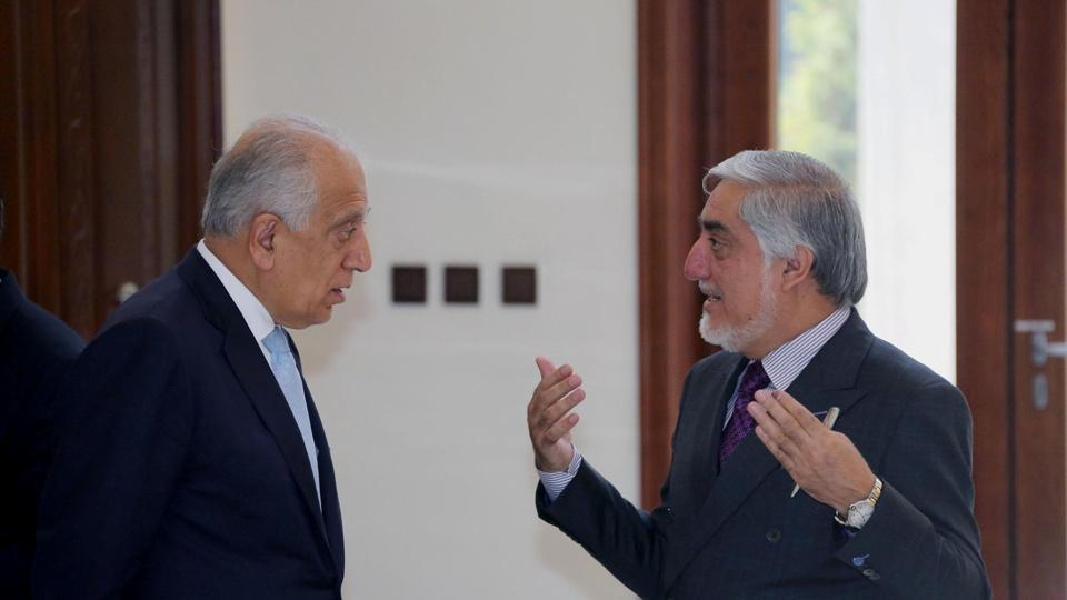 The cease-fire offer was handed to Zalmay Khalilzad(L), Washington's envoy for talks with the insurgents, late Wednesday in Qatar, a Gulf Arab country where the Taliban maintain a political office.