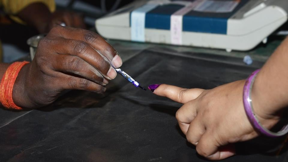The state election commission figures show the Congress could not put up candidates in as many as 200 wards and divisions and the BJP in around 400 places.