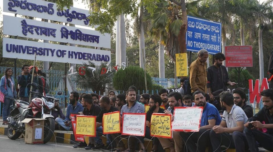 Kashmiri students of Hyderabad University protest clampdown in valley - india news - Hindustan Times