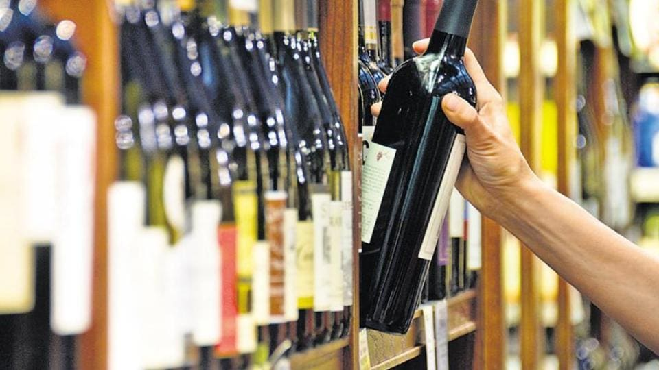 Commerce Ministry has recommended restricting purchase of tax-free alcohol to one bottle at duty-free shops.