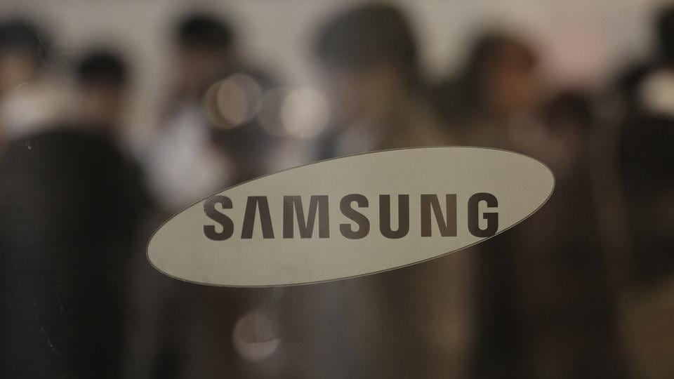 Samsung has appointed Roh Tae-moon as its mobile chief.