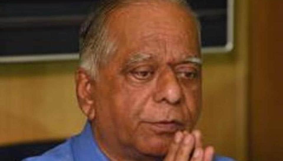 Deepak Sakharam Kulkarni (DSK), the Pune-based realtor booked in investor fraud of over Rs 2,000 crore, and his wife Hemanthi Kulkarni were present along with a group of investors