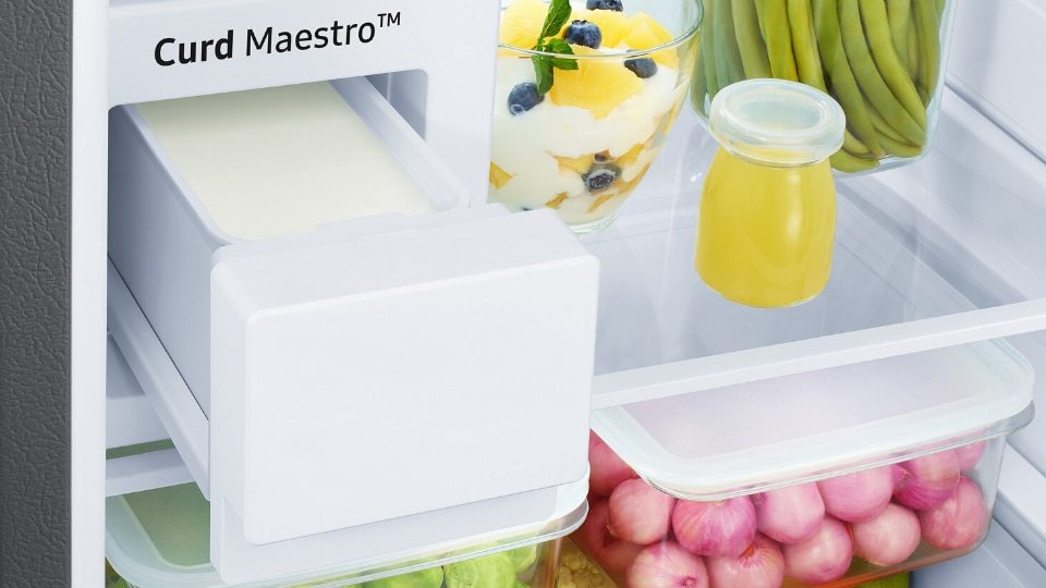 After mastering smartphones, TVs, ACs, washing machines and normal fridges, that you know, like talk to you, Samsung has now decided that it is going to master the perfect curd.