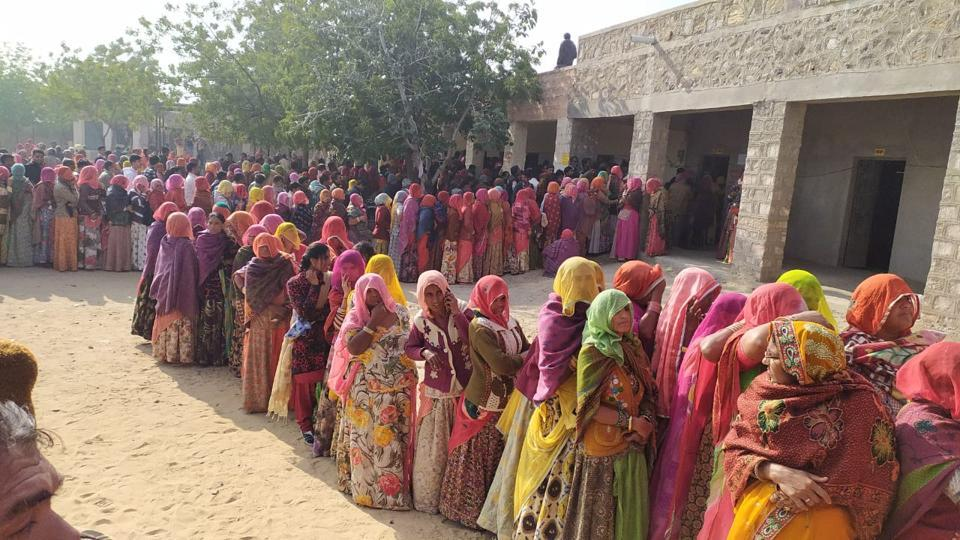 'Girls wear torn jeans': Rajasthan women on CM's call to end 'ghoonghat' custom - india news - Hindustan Times