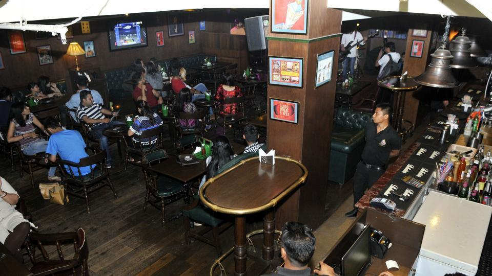 While eateries in Mumbai's gated communities may stay open all night, alcohol sale and consumption after 1.30am remain prohibited.