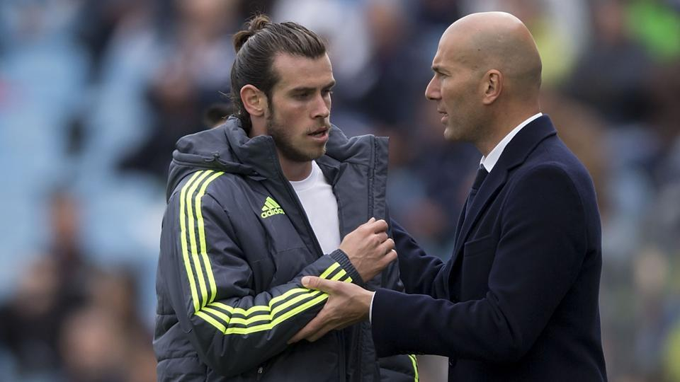 Gareth Bale (L) of Real Madrid CF clashes hands with his head coach Zinedine Zidane.