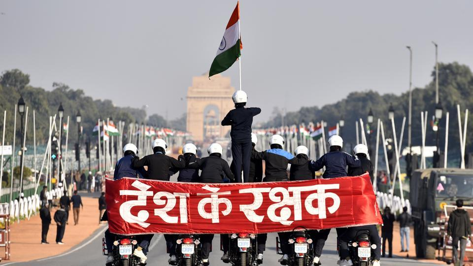 New Delhi, India - Jan. 24, 2020: Women Central Reserve Police Force (CRPF) Daredevils motorcycle team rehearses ahead of the Republic Day parade, near Raisina Hills, in New Delhi, India, on Friday, January 24, 2020. (Photo by Sanjeev Verma / Hindustan Times) (Sanjeev Verma/HT PHOTO)