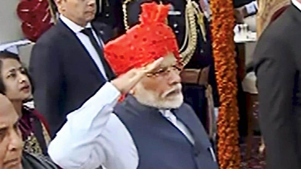 PM Modi sticks to trademark 'safa' at Republic Day Parade - india news - Hindustan Times