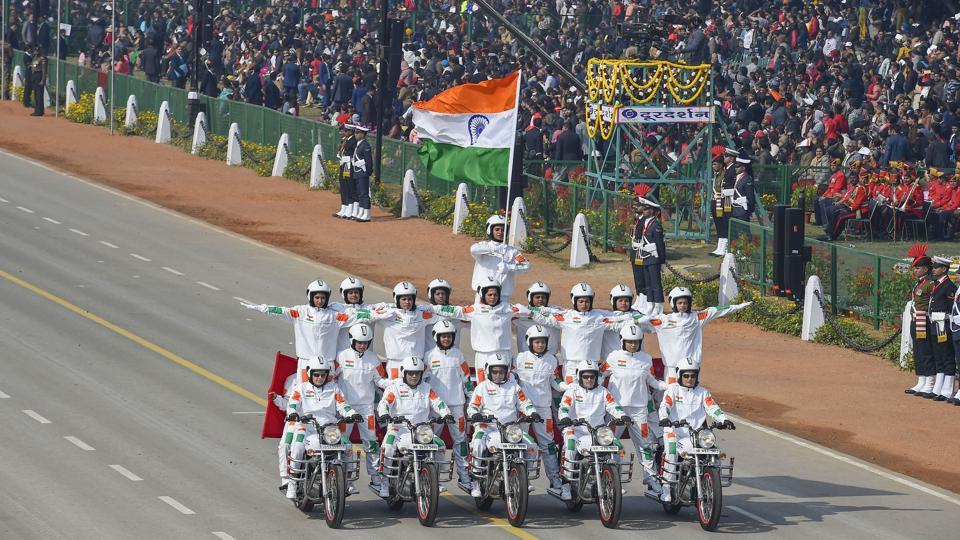 New Delhi: 21 women bikers of the CRPF perform a daredevil stunt to make a human pyramid on motorcycles during the 71st Republic Day Parade at Rajpath in New Delhi