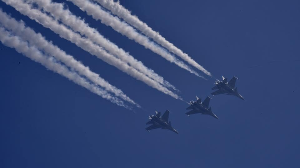 A fleet of Sukhoi-30 MKI jets splitting the sky with a breathtaking 'Vertical Charlie' aerobatic manoeuvre was last attraction of the Republic Day parade. (Sonu Mehta / HT Photo)