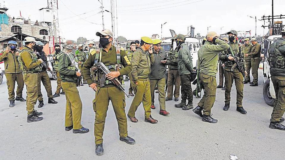 Srinagar, India – November 04, 2019: Police and security forces near the site of a grenade blast at Hari Singh High Street in Srinagar, Jammu and Kashmir, India, on Monday, November 04, 2019. (Photo by/ Hindustan Times)
