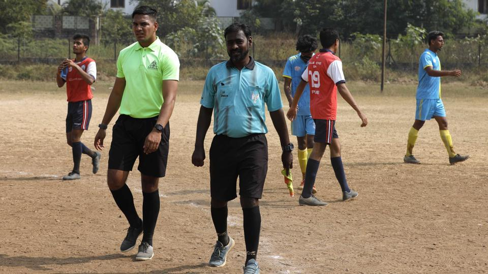 PDFA referees were seen without matching kits while conducting the league matches at Dobarwadi ground on January 15. There is a growing need for a referees' association in the city, say sports lovers.