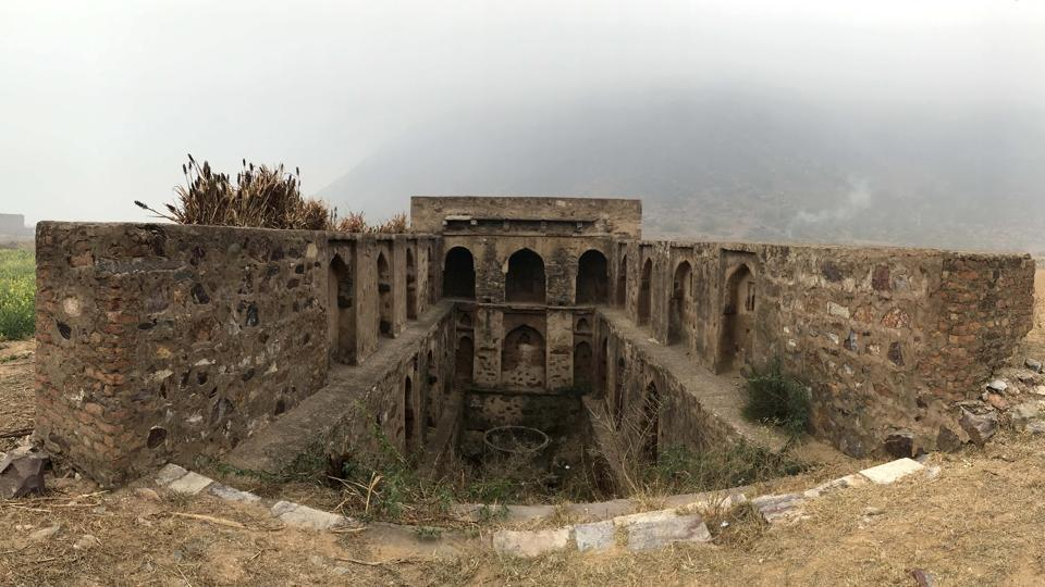 As per government records, the fort dates back to the 15th century. Historians say that Bahadur Nahar got the fort constructed during the reign of Feroze Shah Tughlaq. The ramparts of the fort are partly in ruins, enclosures are open to the air, while huge trails of stones form a boundary all across. (Parveen Kumar / HT Photo)