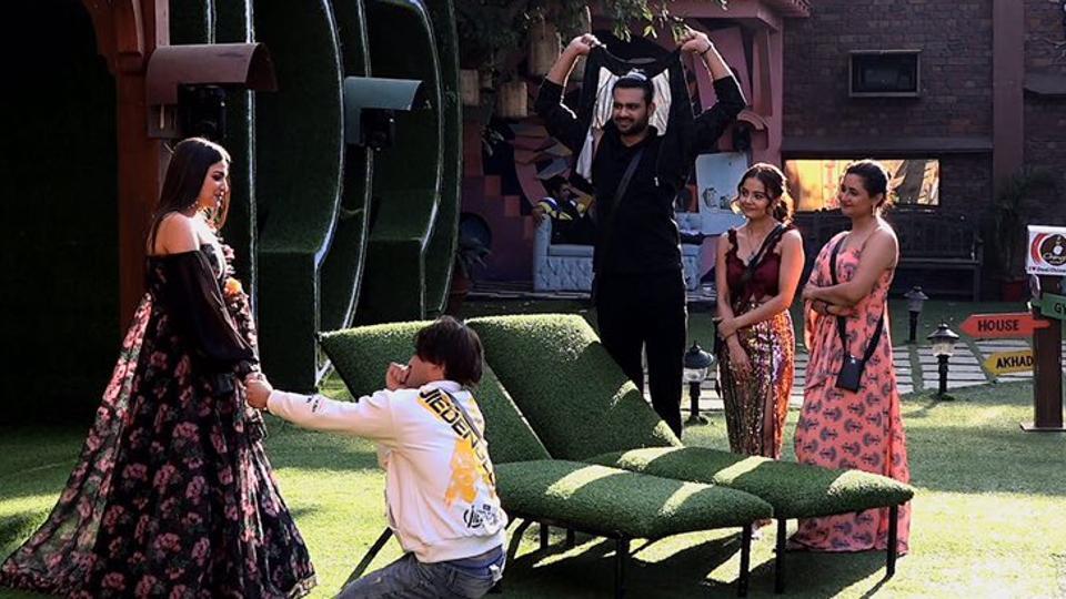 Bigg Boss 13: Asim Riaz proposed to Himanshi Khurana in the last episode.