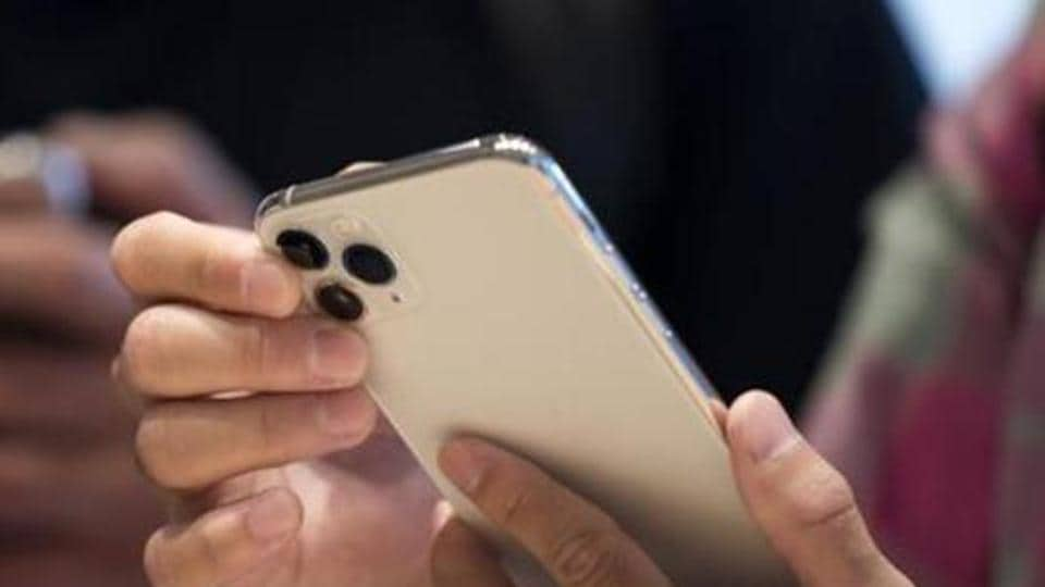 Apple gained the top spot in Q4 2019.