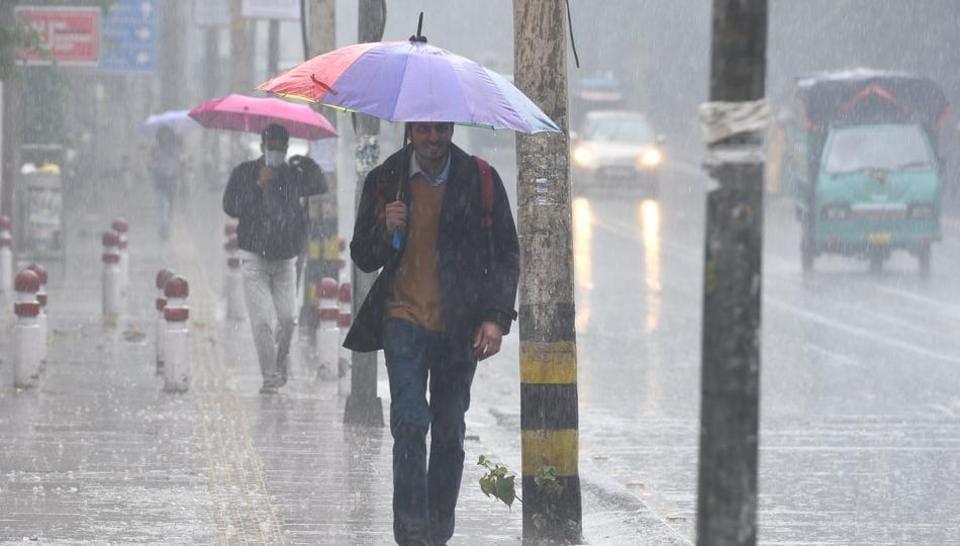 Rains at North Campus, Delhi University in New Delhi on January 16, 2020.