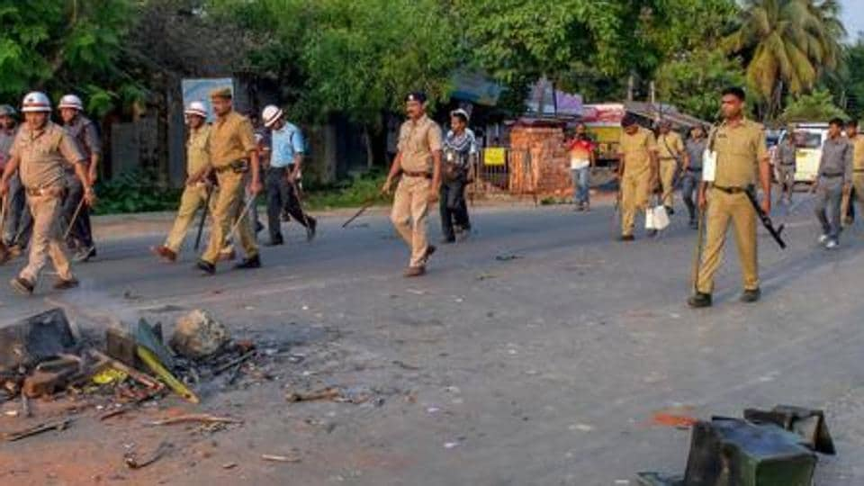On Thursday morning, a few thousand people blocked the Berhampore-Sagarpara state highway for six hours demanding suspension of the officer-in-charge of Jalangi police station, Utpal Das, and Mondal's arrest. (Image used for representation).