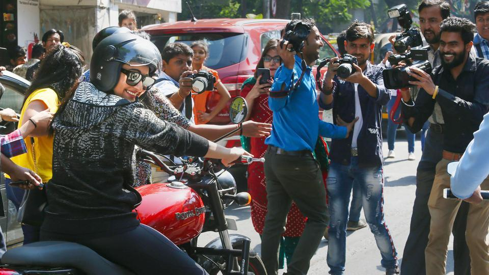 Sonakshi Sinha drives bike on busy Mumbai street with bodyguard in tow, gets trolled for 'causing chaos'....
