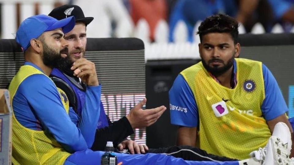 Virat Kohli, Kane Williamson and Rishabh Pant on the sidelines during the India vs New Zealand 5th T20I