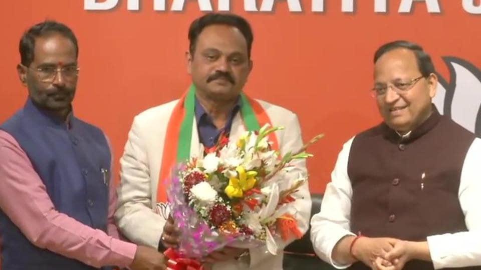 Senior Congress leader Janardan Dwivedi's son, Samir Dwivedi, joins BJP.
