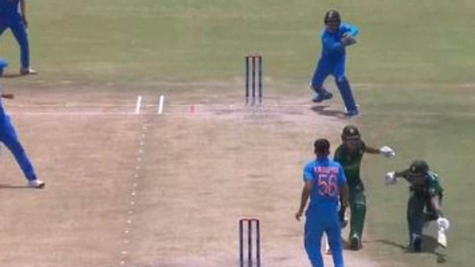 Pakistan batsmen Qasim Akram and Rohail Nazir involved in a run out against India at the ICC U19 World Cup.