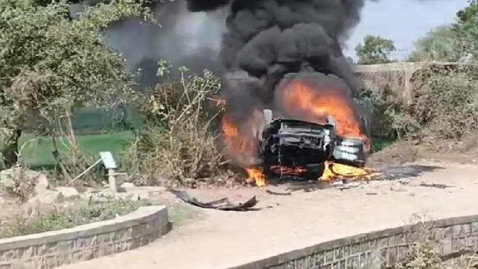 Farmers car was set afire by villagers who apprehended them believing them to be child-lifters.
