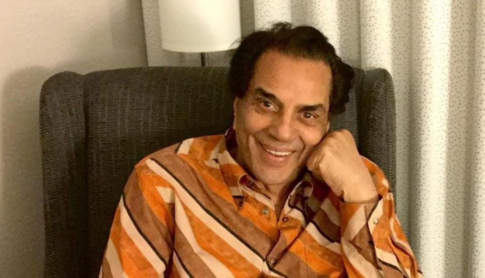 Dharmendra revealed on Indian Idol 11 that he used to leave in a garage.