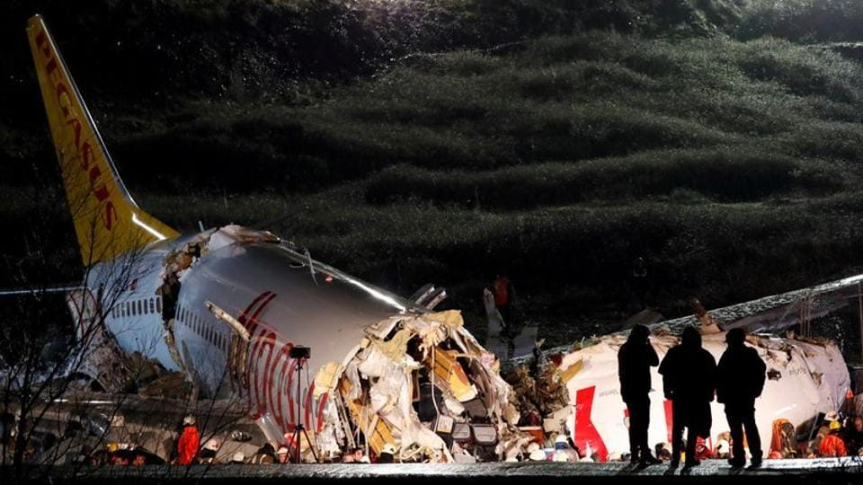 Police officers inspect the Pegasus Airlines Boeing 737-86J plane that overran the runway during landing and crashed at Istanbul's Sabiha Gokcen airport, Turkey. (Murad Sezer / REUTERS)