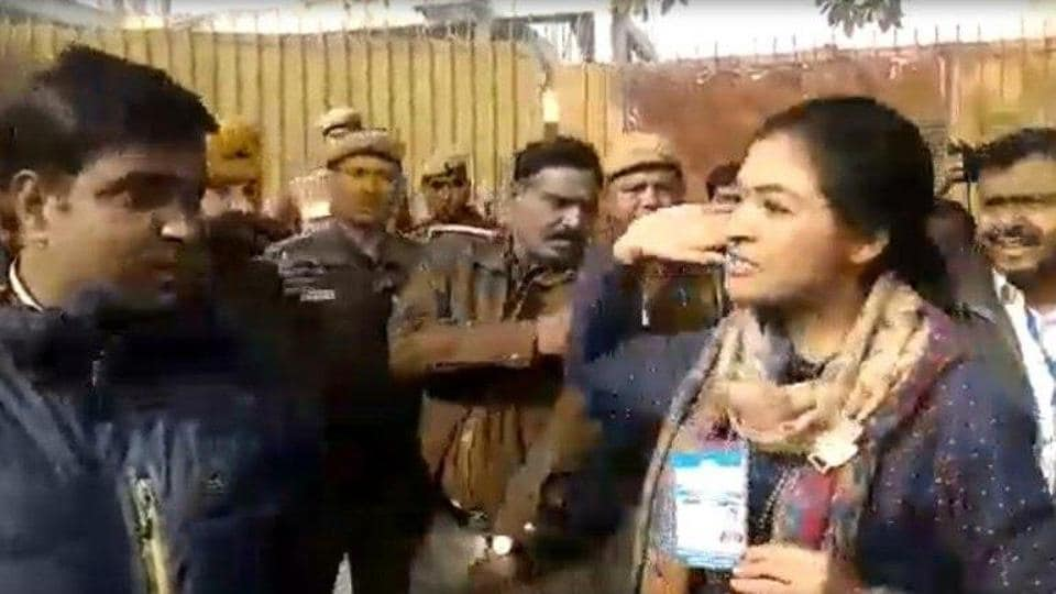 Alka Lamba trying to slap the AAP volunteer after voting in Delhi  Assembly elections.