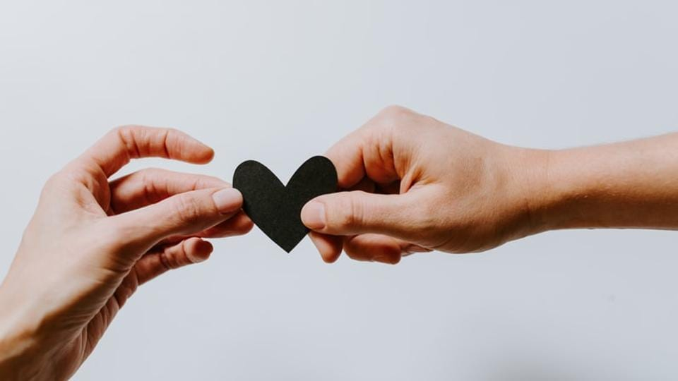 As the name suggests, on Promise Day, partners commit to or promise to be with each other in both good and bad times. Here are some wishes, quotes, messages to send to your loved ones on Promise Day.