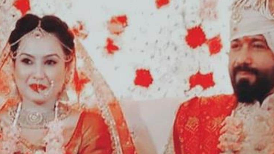 Kamya P and Shalabh Dang smile for the cameras at their wedding.