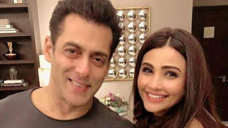 Daisy Shah poses with Salman Khan.