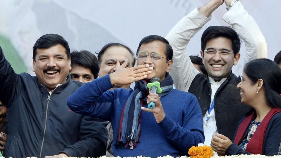 AAP chief Arvind Kejriwal (C)