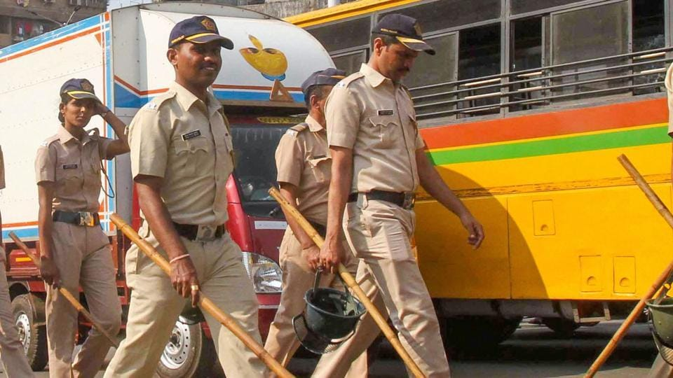 A Mumbai police constable got his finger bitten off when he tried to stop a mentally disabled man from walking around naked on Nagpara's streets on Monday.