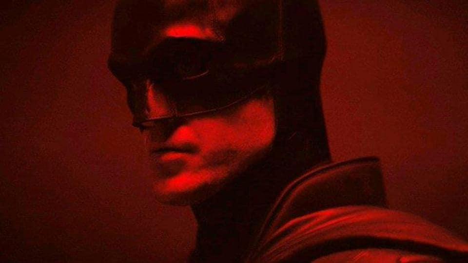 A close up of Robbert Pattinsson's Batman look.