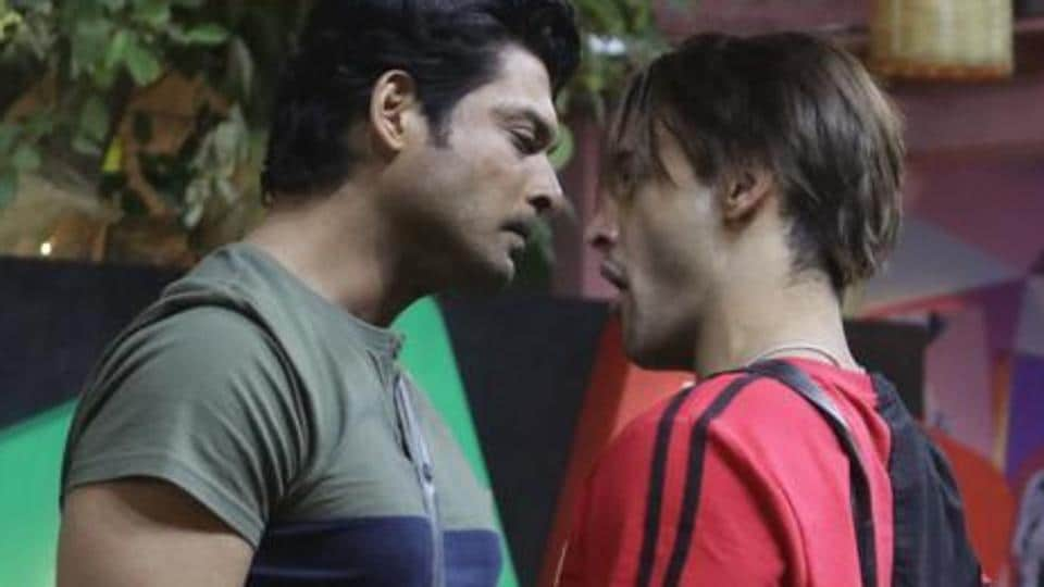 Asim Riaz and Sidharth Shukla battle it out like gladiators in Bigg Boss 13 finale preview. Watch h... thumbnail