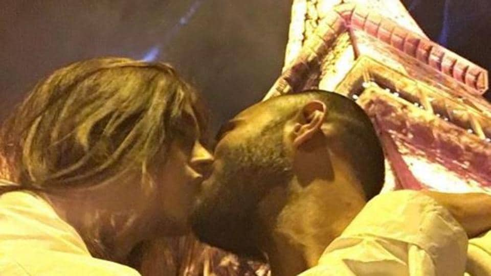 Sonam Kapoor shares 'magical but scandalous' Valentine's Day pic with Anand Ahuja, kisses under the... thumbnail