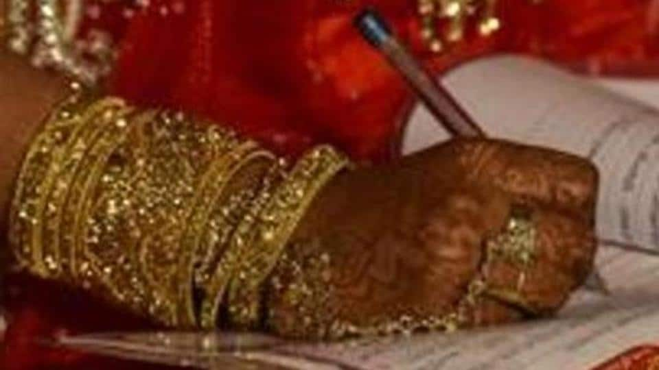 On Valentine's Day, students at an all-girls college in Maharashtra were made to take a pledge against the concept of love marriage. (Representative Image)