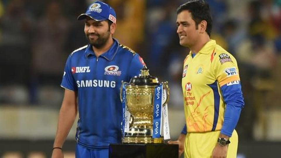 MS Dhoni and Rohit Sharma pose with the trophy before the Indian Premier League 2019 final.